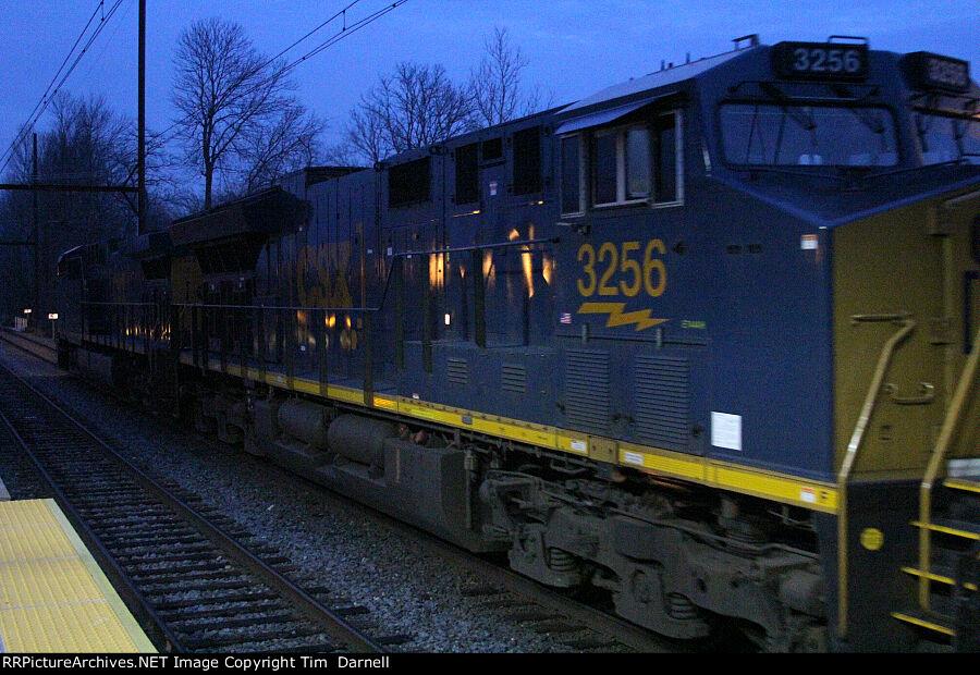CSX 3256 on K603